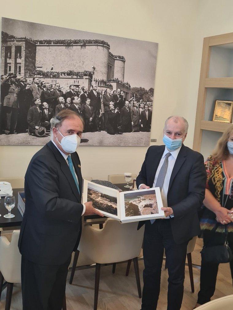 Υποδοχή του Πρέσβη της Ισπανίας στην Ελλάδα, Enrique Viguera