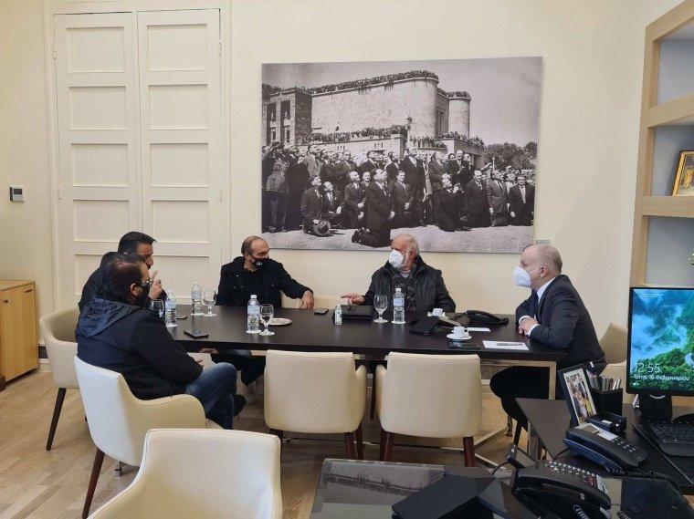 Συνάντηση με φορείς εργαζομένων και ξενοδοχοϋπαλλήλων